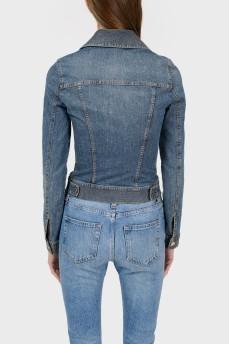 Приталенная джинсовая куртка с декоративной строчкой