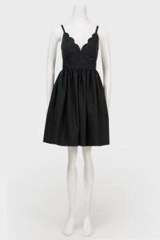 Платье на бретелях с открытой спиной