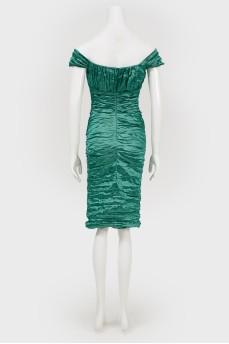 Коктейльное зеленое платье в складку