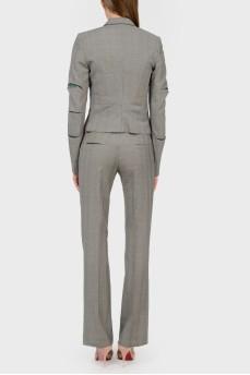 Серый приталенный шерстяной костюм в клетку