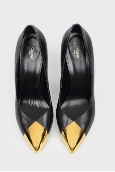 Лаковые туфли с золотистым металлическим носком
