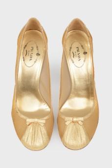 Туфли из золотистого текстиля с бантиком
