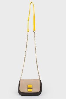 Кожаная сумка на ремне-цепочке