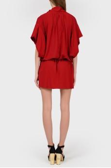 Красное платье с объемными рукавами