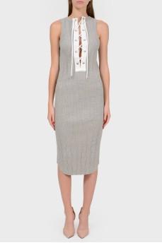 Облегающее платье без рукавов со шнуровкой