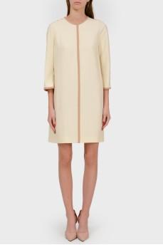 Платье кремовое в деловом стиле