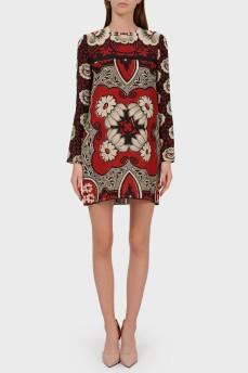 Платье красное с абстрактным принтом