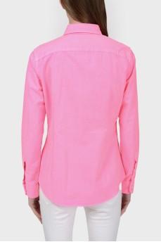 Розовая рубашка с голубой вышивкой