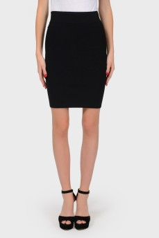 Черная юбка с молнией сзади