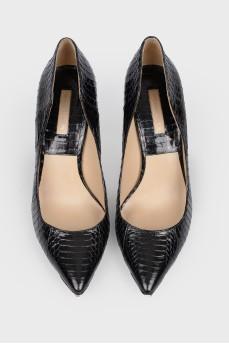Черные туфли из змеиной кожи