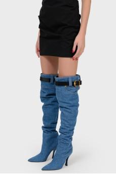 Джинсовые ботфорты с ремнем в шлевках