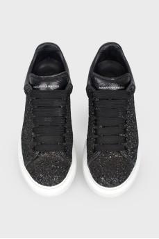Черные кроссовки с белой толстой подошвой