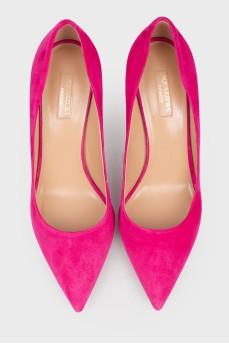 Ярко-розовые туфли на шпильке
