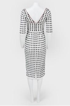 Платье с глубоким вырезом на спинке