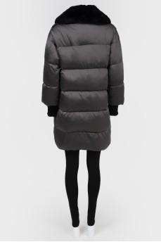 Удлиненная куртка с меховым воротником