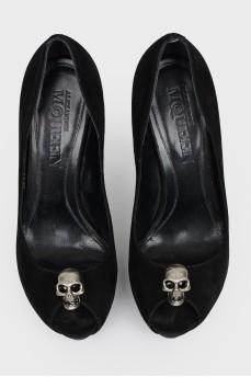 Замшевые туфли с черепом