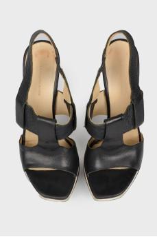 Босоножки на платформе и фигурном каблуке