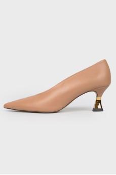 Остроносые туфли на невысоком каблуке