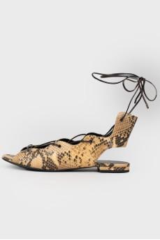 Открытые сандалии с высокой шнуровкой