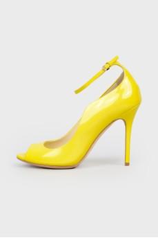 Желтые туфли с открытым носком
