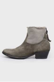Серые замшевые ботинки с молнией на пятке