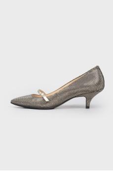 Туфли с острым носком и стразами