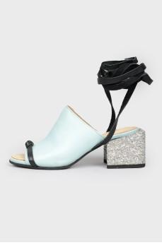 Босоножки мятного цвета и на шнуровке