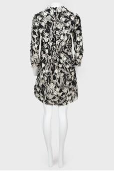 Платье в черно-белые цветы