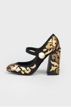 Туфли черно-золотистые с жемчужиной с биркой