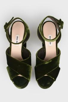 Бархатные босоножки на блочном каблуке