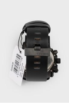 Мужские часы на черном кожаном ремешке с биркой