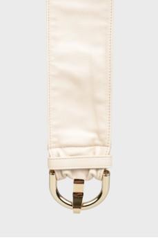Кожаный ремень с пряжкой и иголкой