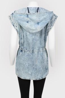 Удлиненный жилет джинсовый с капюшоном с биркой