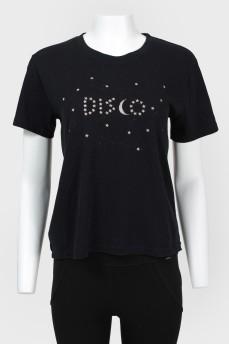 Черная футболка коротким рукавом с биркой