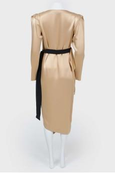 Прямое платье с юбкой на запах