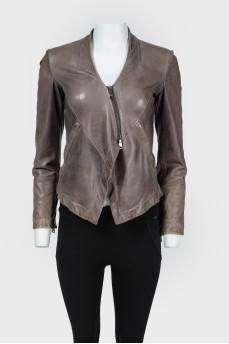 Приталенная укороченная куртка на молнии