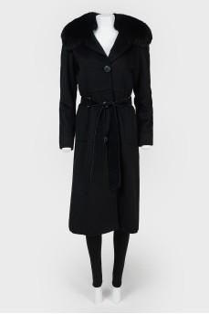 Пальто с меховым воротником и с поясом