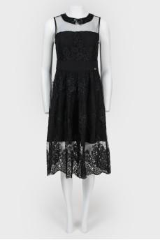 Платье с прозрачной вставкой и перьями
