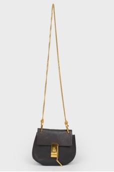 Черная сумка DREW с ремешком-цепочкой