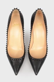 Туфли с черными шипами