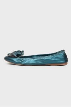 Кожаные балетки с синими камнями