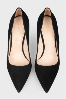 Туфли замшевые с острым носом
