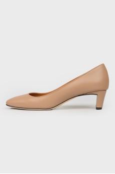 Туфли на невысоком каблуке с квадратным носом