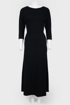 Длинное платье с цельнокроеным рукавом