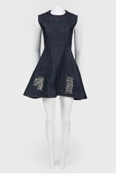 Джинсовое мини-платье расклешенное