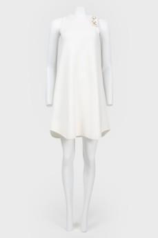 Платье с асимметричным плечом