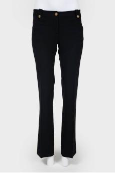 Винтажные брюки со стрелками и золотистыми пуговицами