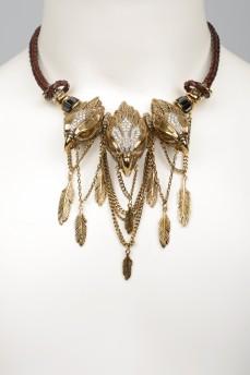 Ожерелье с металлическими перьями и орлиными головами