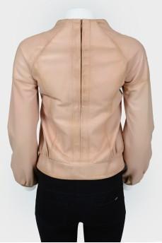 Куртка на молнии с фигурной горловиной