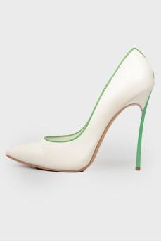 Белые туфли с зеленым кантом